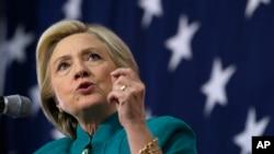 前美国国务卿希拉里·克林顿2015年6月14日在爱奥华州对支持者讲话。