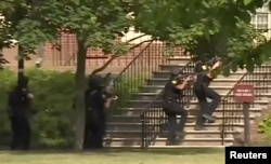 Policija ulazi u zgradu zločina u Virginia Beachu