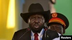 Perezida wa Sudani y'ubumanuko Salva Kiir ashikiriza ijambo abanyagihugu ku ntatemwa ya John Garang i Juba, muri Sudani y'epfo. Itariki 31/10/2018.