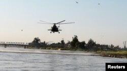 عراقی ہیلی کاپٹر کشتی کے حادثے میں زندہ بچ جانے والے افراد کو تلاش کر رہا ہے۔ 21 مارچ 2019