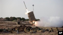 Запуск ракеты системы перехвата «Железный купол»