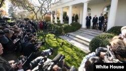 به گفته پرزیدنت ترامپ به سگ قهرمان گواهینامه و جایزه تعلق گرفته است