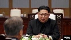 Trong cuộc gặp mặt với Tổng thống Bắc Hàn Moon Jae-in ở Bàn Môn Điếm cuối tháng trước, lãnh đạo Triều Tiên Kim Jong Un thổ lộ muốn áp dụng mô hình phát triển kinh tế như Việt Nam.