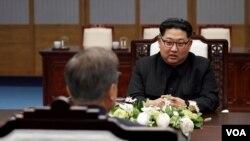 北韓領導人金正恩4月27日和南韓總統文在寅於板門店會談。