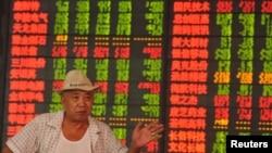 Los mercados accionarios chinos cayeron a sus niveles más bajo en cuatro años.