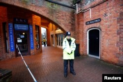 A police officer stands on duty outside a pub which has been secured as part of the investigation into the poisoning of former Russian intelligence agent Sergei Skripal and his daughter Yulia, in Salisbury, Britain, March 12, 2018.