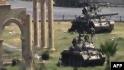 Binh sĩ chính phủ Syria tại thành phố Hama, ngày 1/8/2011