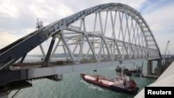 Russian ႏွင့္ Crimean ကို ဆက္သြယ္ထားတဲ့ တံတားတခု