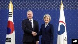 강경화 한국 외교장관을 만난 비건 미 대북정책 특별대표