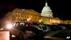 La propuesta de ley presentada este jueves concuerda con la nueva estrategia de la Casa Blanca que desde la llegada de Donald Trump se ha mostrado más hostil con Irán.