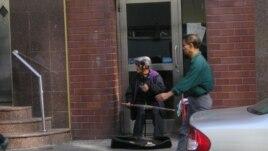 Street musician in Manhattan Chinatown, New York City (October 2013)