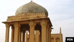 ٹھٹھہ میں واقع قدیم قرستان میں کے تاریخی اہمیت کے آثار