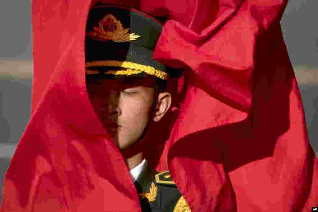 مراسم استقبال گارد تشریفاتی چین از رئیس جمهور ویتنام در چین