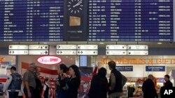 Зал ожидания международного аэропорта Шереметьево в Москве (архивное фото)