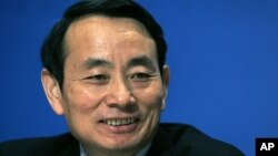 Jiang Jiemin, mantan pemimpin PetroChina Ltd, saat mengumumkan laporan perusahaan tersebut di Hong Kong, 19 Maret 2008 (Foto: dok). Pemerintah China memberhentikan Jiang Jiemin (57 tahun) dari jabatannya sebagai pimpinan komisi pengawasan dan pengaturan asset milik negara atas tuduhan korupsi, Selasa (3/9).