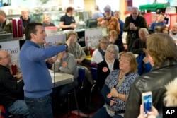 Republican presidential candidate Senator Ted Cruz speak during a campaign stop in Tilton, N.H., Jan. 18, 2016.