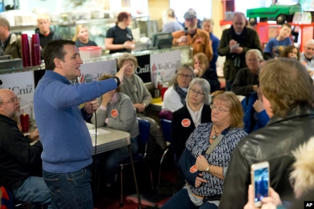 Republican presidential candidate Senator Ted Cruz speak during a campaign stop in Tilton, N.H., Jan. 18, 2016.
