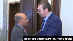 Predsednik EBRD Sum Čakrabarti Namera i predsednik Srbije Aleksandar Vučić, Foto: video grab