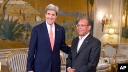 US Secretary of State John Kerry, left, meets with Tunisian President Mohamed Moncef Marzoui at the Carthage President's residence,Tuesday, Feb. 18, 2014, in Tunis.