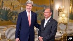 존 케리 미국 국무장관(왼쪽)이 18일 튀니지를 방문하고, 몬세프 마르주키 튀니지 대통령과 회담했다.