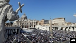 Pemandangan Lapangan Santo Petrus di Vatikan saat upacara kanonisasi yang dipimpin oleh Paus Fransiskus 14 Oktober 2018 lalu (foto: ilustrasi).