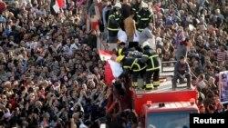 Đám tang của cảnh sát và thường dân bị thiệt mạng trong vụ tấn công bằng xe cài bom ở Ai Cập hôm 24/12/13
