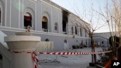 نمایی از مهماتخانه ای در قندهار در جنوب شرق افغانستان که هدف بمبگذاری قرار گرفت - ۲۲ دی ۱۳۹۵