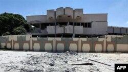 Snimak zgrade u Tripoliju za koju libijske vlasti kažu da je oštećena u jučerašnjem napadu aviona NATO