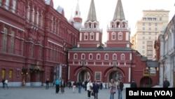 莫斯科红场附近。许多俄罗斯民众崇尚西方价值观,俄不想完全倒向中国。(美国之音白桦拍摄)