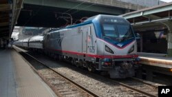 یک قطار شرکت امترک در حال ترک ایستگاه یونیون در شهر واشنگتن - آرشیو