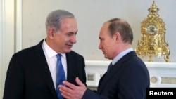 블라디미르 푸틴 러시아 대통령(오른쪽)과 베냐민 네타냐후 이스라엘 총리가 14일 러시아 소치에서 정상회담을 갖고, 시리아 사태 등에 관해 논의했다.