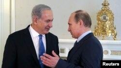 Tổng thống Nga Vladimir Putin và Thủ tướng Israel Benjamin Netanyahu tại biệt thự Bocharov Rucheistate ở khu nghỉ mát Sochi bên bờ Biển Đen, ngày 14/5/2013.