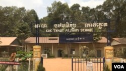 Kok Thnot Primary School in Siem Reap city's Kork Chak commune remains closed by Monday, March 16, 2020. (Hul Reaksmey/VOA)