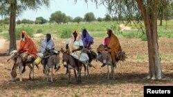 ອີງຕາມ UNAMID ຜູ້ຍິງ, ເດັກນ້ອຍ ແລະຜູ້ເຖົ້າ ໄດ້ພາກັນ ຫລົບໜີໄປຢູ່ສູນອົບພະຍົບຫລາຍແຫ່ງ ຍ້ອນການປະທະກັນ ລະຫວ່າງກຸ່ມຊົນເຜົ່າອາຣັບ ທີ່ແຂ່ງຂັນກັນຢູ່ ໃນເຂດ Darfur.