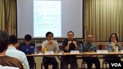 香港論壇談北京人大釋法與香港治治。(美國之音湯惠芸拍攝)