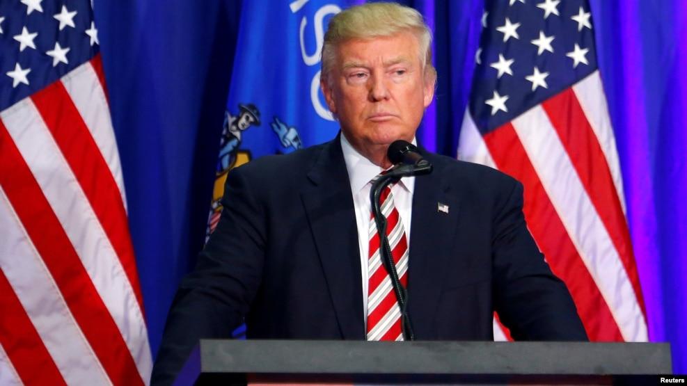 Ông Donald Trump quyết định thay đổi ban lãnh đạo hàng đầu của chiến dịch trong khi còn chưa đầy 3 tháng nữa là đến cuộc bầu cử.