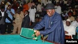 Presiden Nigeria, Goodluck Jonathan meminta parlemen memperpanjang keadaan darurat di tiga negara bagian Nigeria (foto: dok).