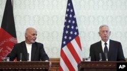 Afg'oniston Prezidenti Ashraf G'ani va Pentagon rahbari Jim Mattis, Kobul, 27-sentabr, 2017