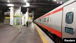 Ga tàu đi Rome vắng vẻ sau khi chính phủ Ý ra lệnh cách ly khu vực phía bắc Bologna vào ngày 8/3/2020.