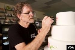 """科罗拉多州""""杰作蛋糕店""""店主、蛋糕设计师杰克·菲利普斯 (照片来源: ADF)"""