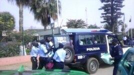 Policia detém manifestantes em Angola
