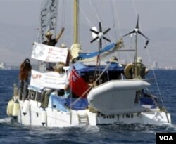 Kapal bantuan yang mengangkut 9 orang aktivis Yahudi berlayar menuju Jalur Gaza dari pelabuhan Famagusta, Siprus-Turki hari ini.