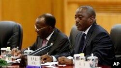 Joseph Kabila, président de la RDC, à droite, avec son Premier ministre Matata Mponyo à Beijing, le 4 septembre 2015. (Lintao Zhang/Pool Photo via AP)