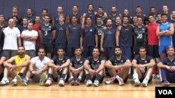 عکس مشترک تیم های ملی والیبال ایران و آمریکا