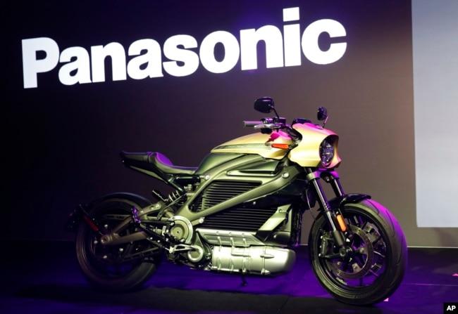 La motocicleta eléctrica Harley-Davidson Motorcycles LiveWire se exhibe durante una conferencia de prensa de Panasonic en la feria CES International 2019, en Las Vegas, Nevada.
