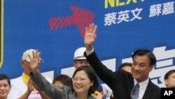 民进党正副总统参选人 蔡英文和苏嘉全