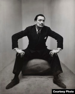 Irving Penn, Salvador Dali, New York,1947, Smithsonian American Art Museum, Gift of the artist. Copyright © The Irving Penn Foundation