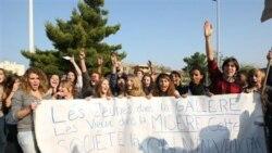 شعار دانش آموزان در مارسی در جنوب فرانسه: جوانان در سختی، سالمندان در بدبختی، ما این جامعه را نمی خواهیم