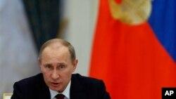 15일 G20 본회의에 앞서 중앙은행 총재단과 재무장관들과 미팅을 가진 블라드미르 푸틴 러시아 대통령.