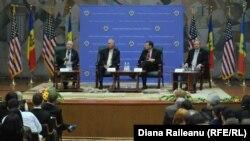 Moldova/U.S. - American Senators (John McCain) at USEM, Chisinau, 17 April 2014.